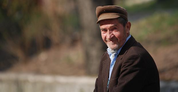 L'amélioration des conditions des immigrés âgés : conditions de logement, accès aux dispositifs de droit.