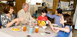 L'alimentation est un facteur de forme et d'équilibre après 50 ans car les besoins évoluent.